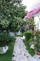 Апартаменты в доме с садом