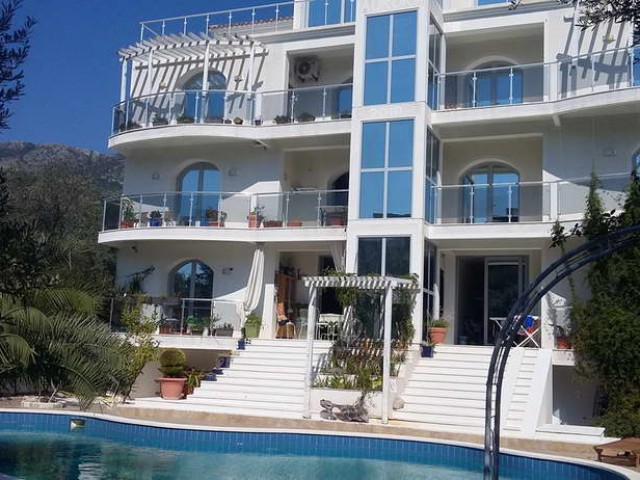 Апартаменты с бассейном в Булярице