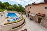 Апартаменты с бассейном в Каменово