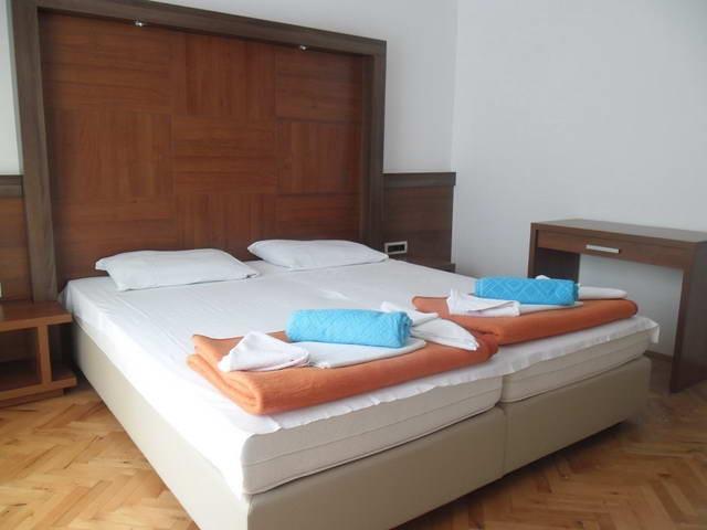 Апартаменты с бассейном в Петроваце