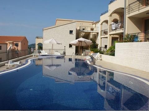 Апартаменты с бассейном и видом на море