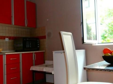 Апартаменты в доме на берегу моря в Доброте